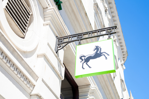 Lloyds makes full return to the private sector