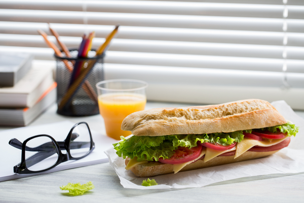 Majority of HR professionals don't get away from their desk for lunch
