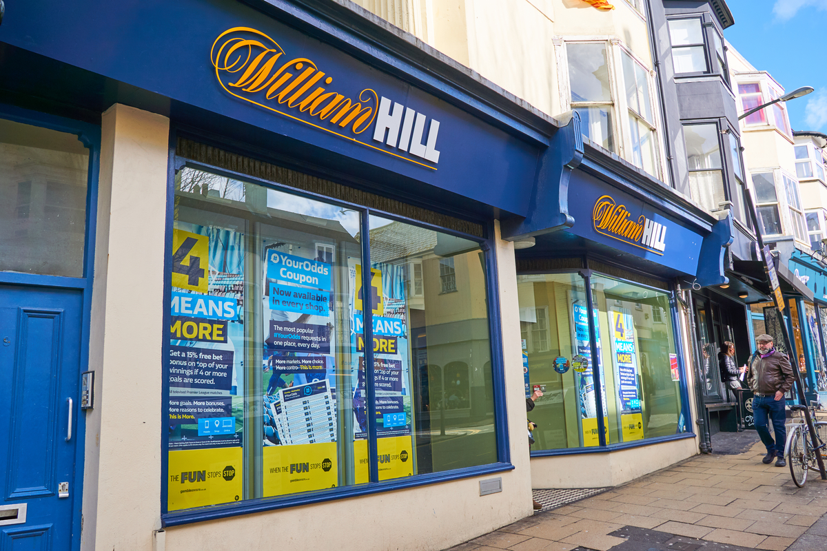 William Hill branch closures risks 4,500 jobs