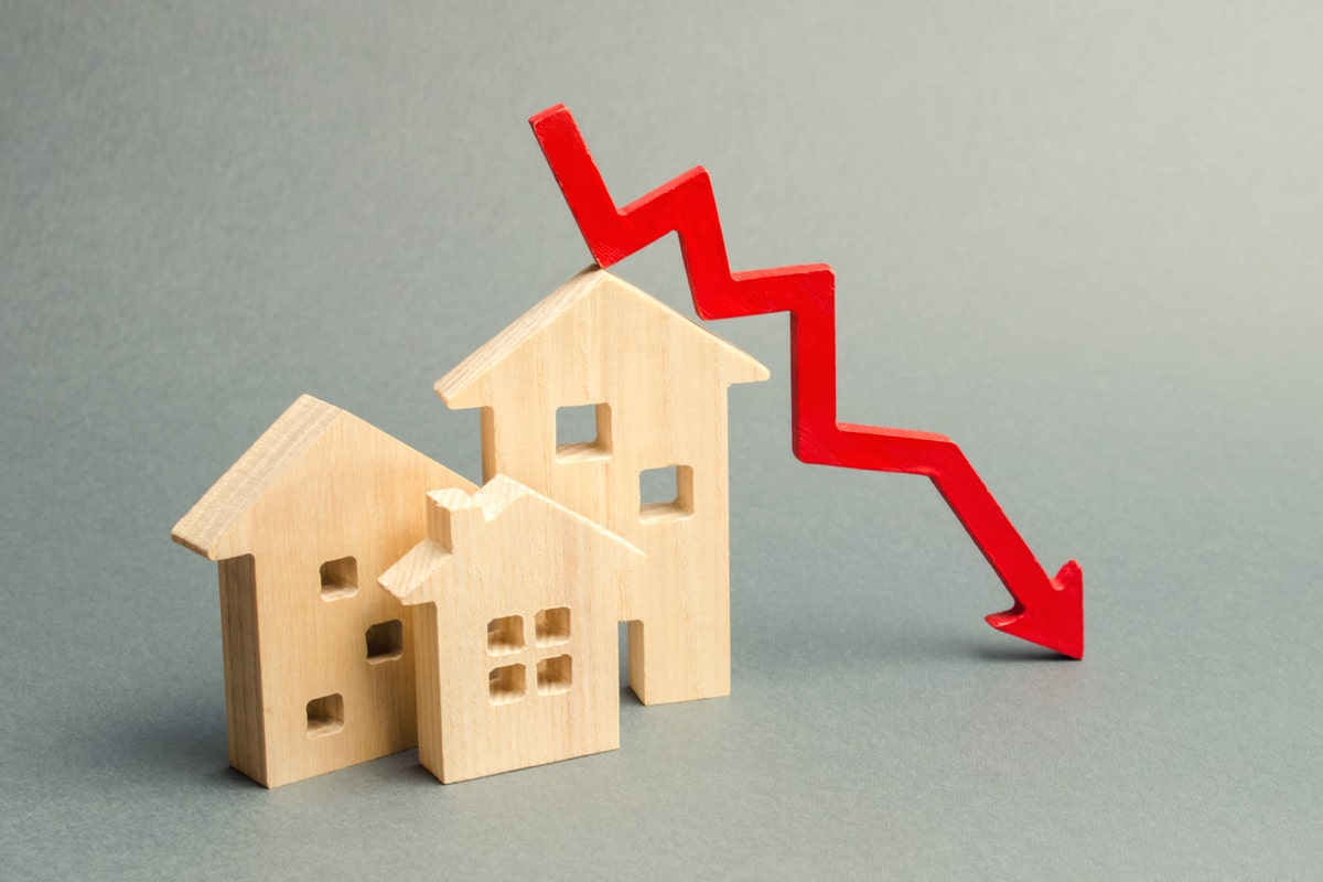 Worst case scenario? House prices could fall 40%