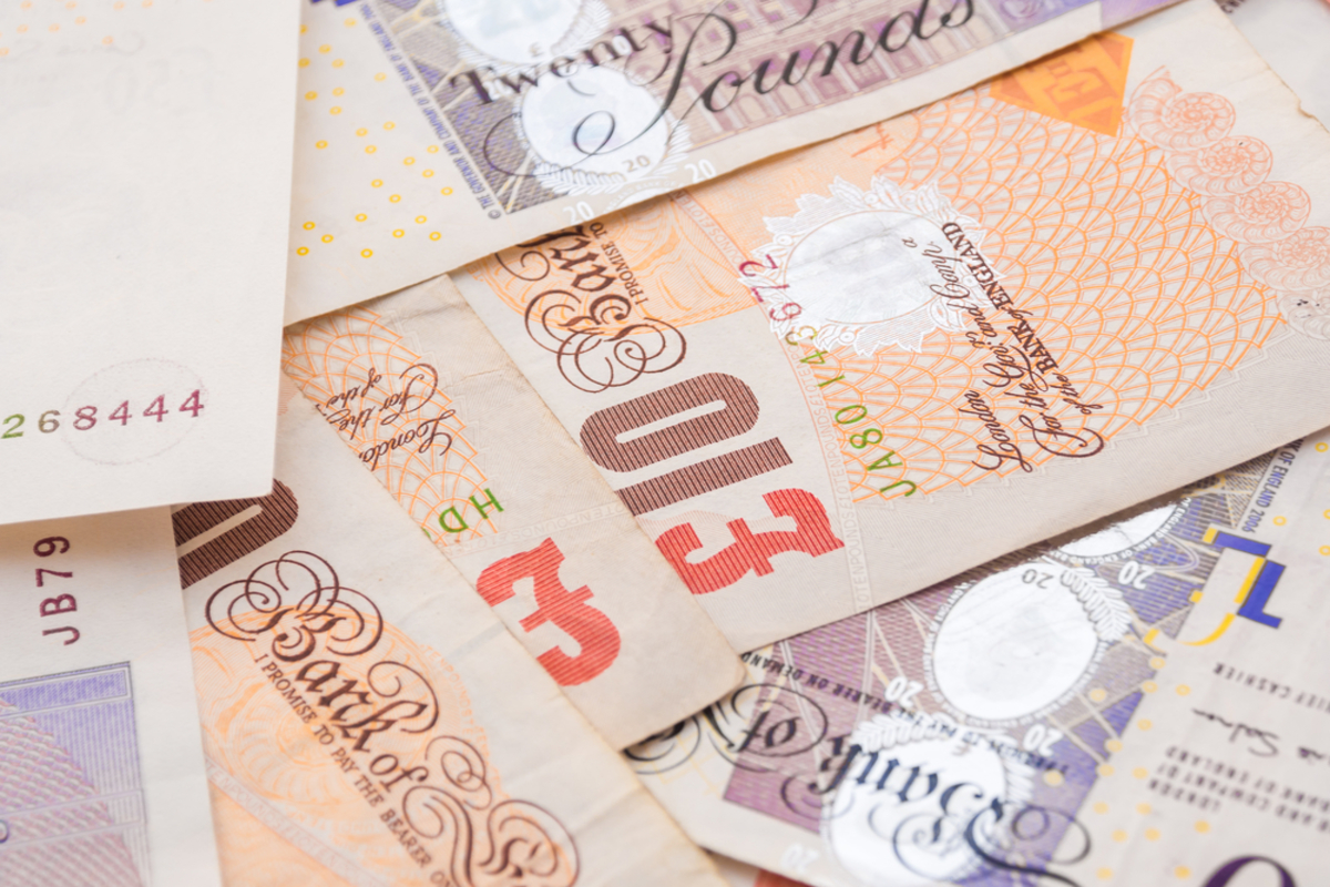 Pay awards double as pay freezes decline in 2021