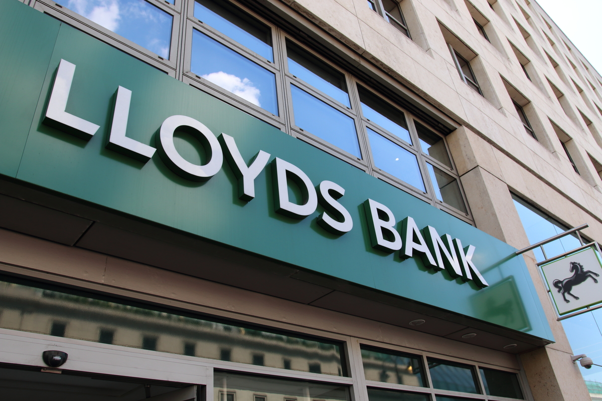Lloyds launches cashback credit card scheme