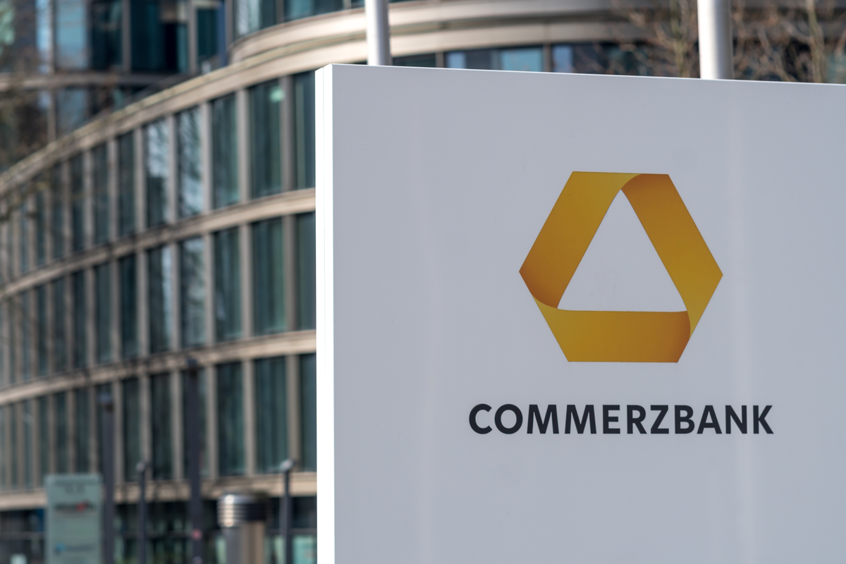 Commerzbank spends €976m on restructuring plan