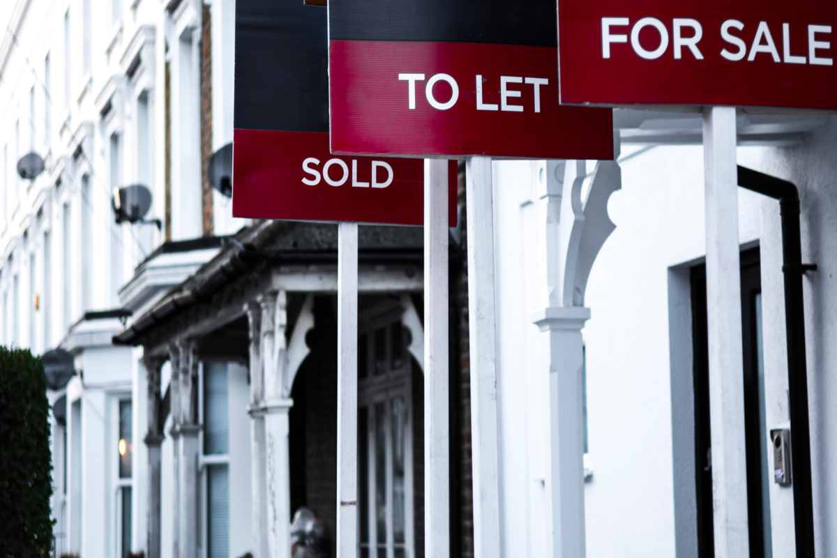 House prices hit record high while annual growth slows